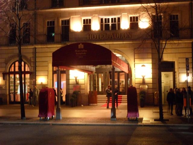 Eingang Hotel Adlon